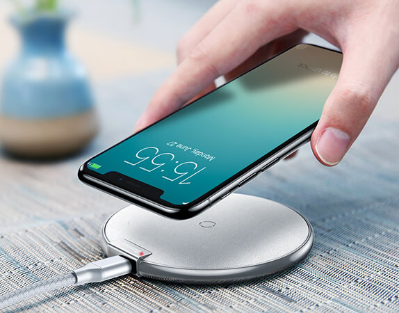 152d3f08384f84 The charger is compatible with iPhone 8 / 8 Plus / X, Samsung Galaxy S6 /  S6 Edge / S6 Edge+ / Note 5 / S7 / S7 Edge and several other Qi-enabled  devices.
